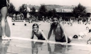 Schwimmbad Beckenrand